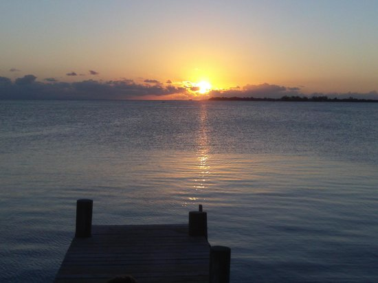 Rubi's Inn: Sunset from the dock