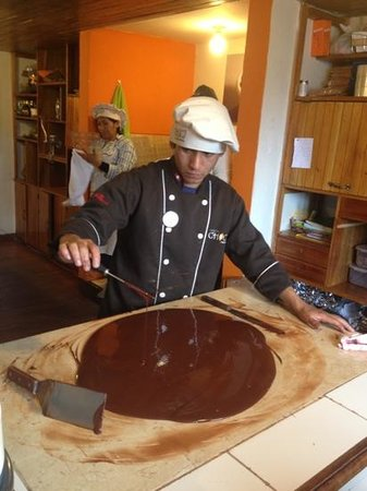 Hotel Costa Del Sol Ramada Cusco: tempering chocolate