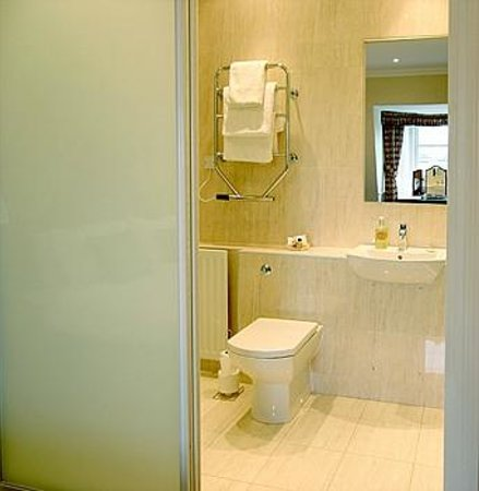 The Town House: Ensuite Bathroom