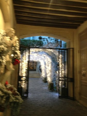 Relais Christine: Entrance in Winter
