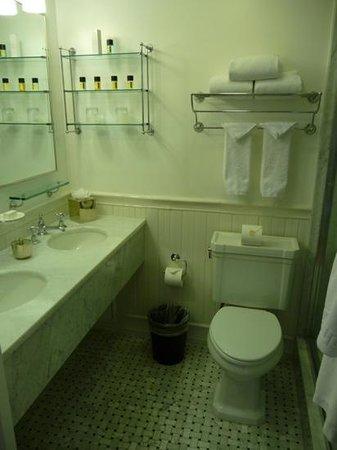 Mr. C Beverly Hills: badezimmer von 914