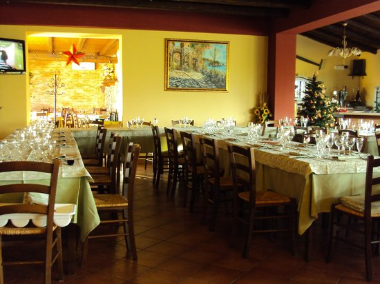 agriturismo Il Pozzo Antico: sala ristorante interna
