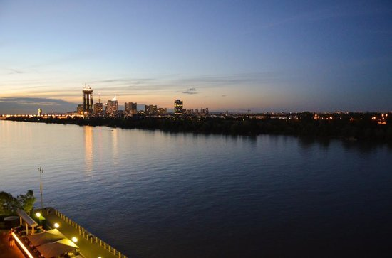 Hilton Vienna Danube Waterfront: Awesome night view from the room