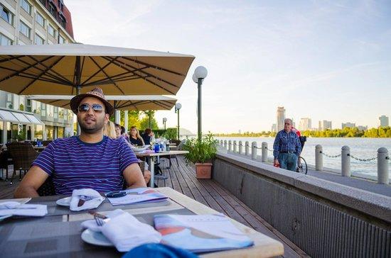 هيلتون فيينا دانوب ووترفرونت: Enjoying dinner on the Donau 
