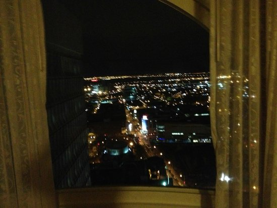 Montreal Marriott Chateau Champlain : night view