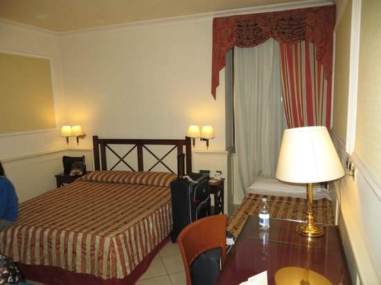 Palazzo Cardinal Cesi: crammed quarters for 3 people