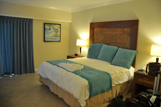 Divi Little Bay Beach Resort: Typical room (king bed)