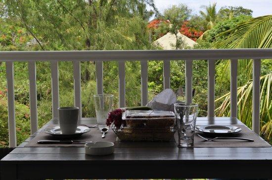 Mon Choisy Beach Resort: petit dejeuner en terrasse