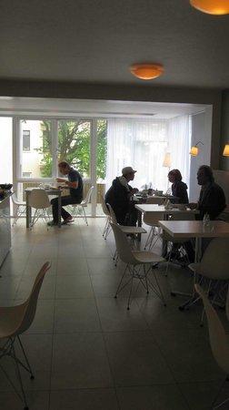 Guesthouse Sunna: Der Frühstücksraum