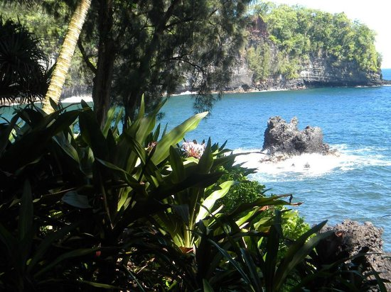 Hawaii Tropical Botanical Garden: Legend of Twin Rocks