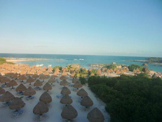 Grand Sirenis Riviera Maya Resort & Spa: une partie de la plage vue de l`édifice 19 face à la mer
