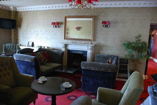 Yeats Country Hotel, Spa and Leisure Centre: Un salon face au bar