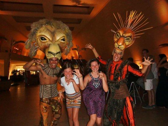 "Grand Sirenis Riviera Maya Resort & Spa: Avant le show the Lion King .. superbe performance de tous les danseurs Bravo !""!"
