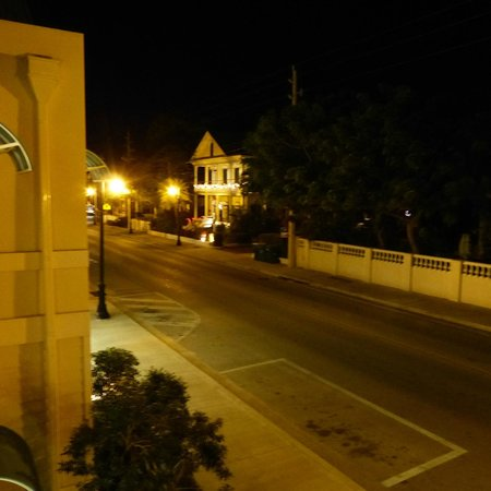 Silver Palms Inn: Truman at night