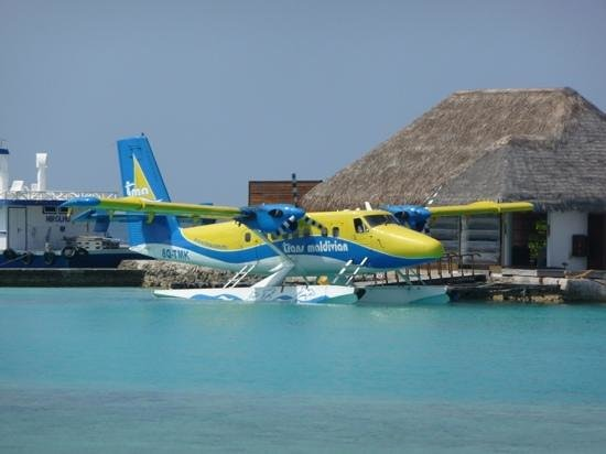 Veligandu Island Resort & Spa: seaplane