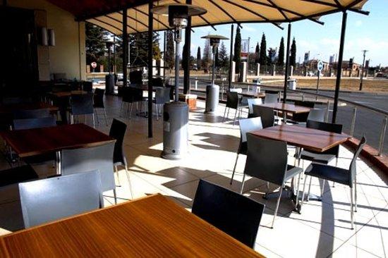 Azzurri Pizza Cafe: Azzurri Deck