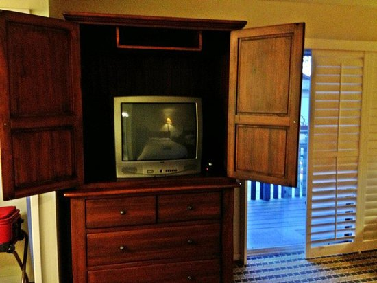 Olympia Lodge : TV in cabinet
