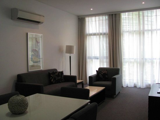 Meriton Suites Campbell Street, Sydney: Living area