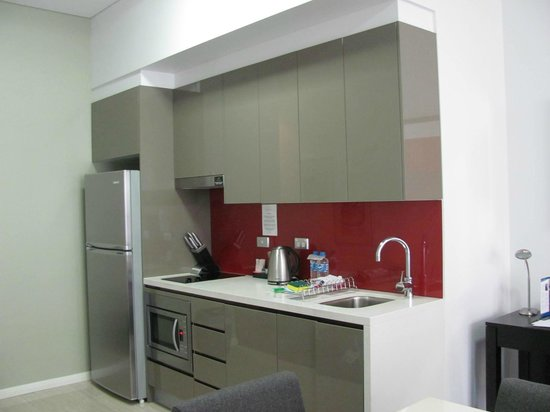 Meriton Serviced Apartments Campbell Street: The kitchen area