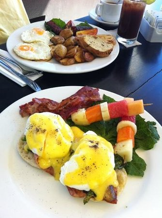 Mezzanine Colibri Boutique Hotel: Our awesome breakfasts!!!!