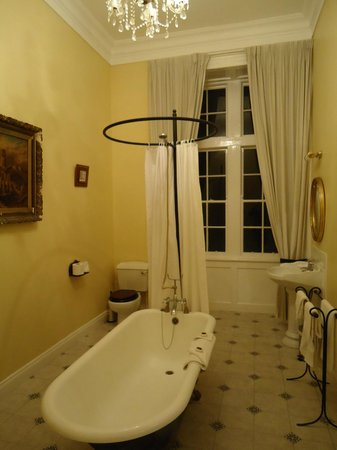 Kinnitty Castle Hotel: our bathroom