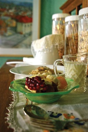 Argyll Guesthouse: Enjoy seasonal fruits with yoghurt to start your Argyll Breakfast...