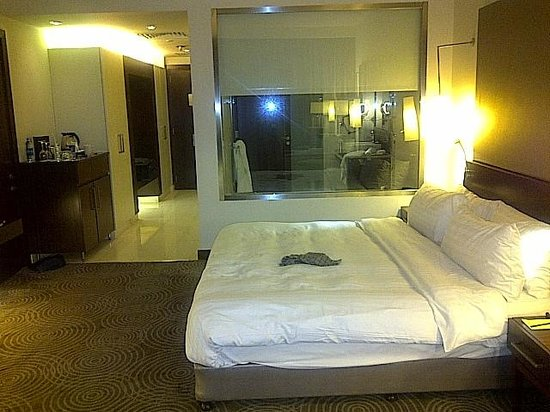 Dusit Thani LakeView Cairo: room