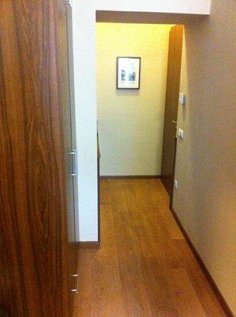 Hotel Elit: corridoio camera