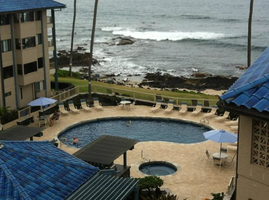Kona Reef Resort: watching the waves all day