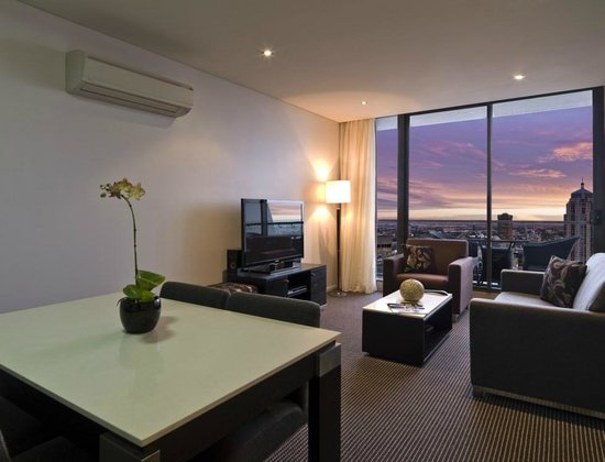 Meriton Serviced Apartments Campbell Street (Sydney): See ...