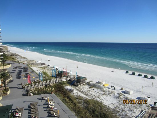 Hilton Sandestin Beach, Golf Resort & Spa: Beach & deck