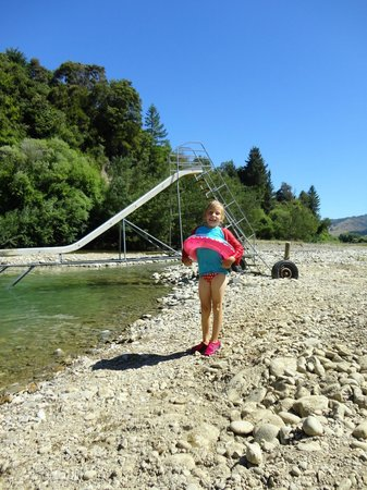 Quinney's Bush Camp : Swimming at the awesome river