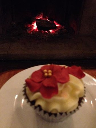 Monty's Inn: cup cake & log fire, cosy afternoon on leather  sofas