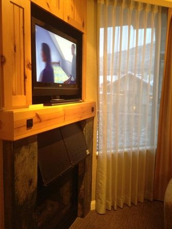 The Westin Resort & Spa, Whistler: one of the TV's on top of da fireplace. 