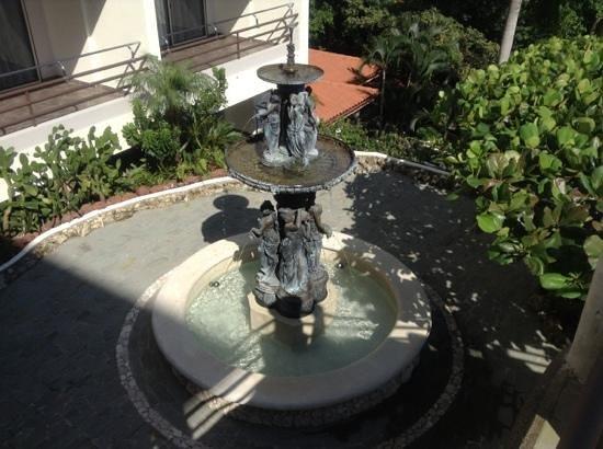 هوتل برادور ريزورت آند سبا: fountain. 