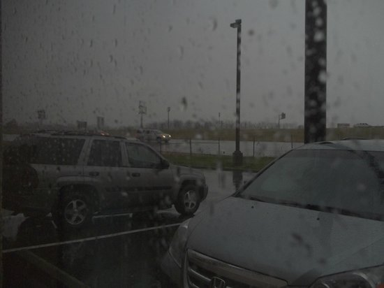 Red Roof Inn & Suites Cincinnati North-Mason: You could not tell it was storming w/o looking outside.