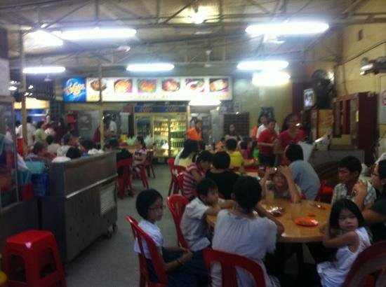 Alor Akar Restaurant: Full House at 6.40 pm