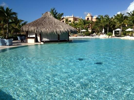 Sanctuary Cap Cana by Playa Hotels & Resorts: Main pool with swim up bar