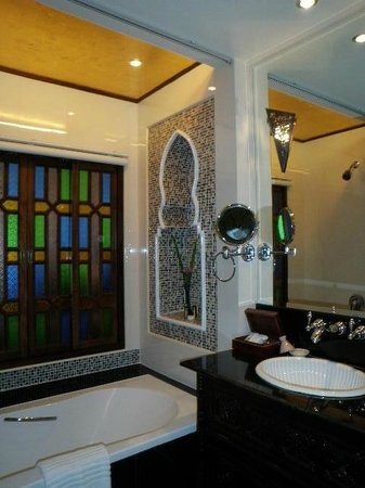 Sheik Istana Hotel : Bathroom