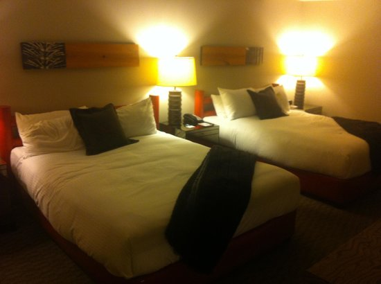 Adara Hotel: Nice Beds with Lots of Pillows and Fur Throws