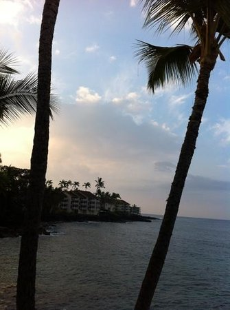 Kona Tiki Hotel: view from Kona Tiki room-12/12