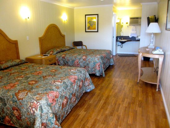 Motel 6 Tremonton: One of our pet-friendly rooms