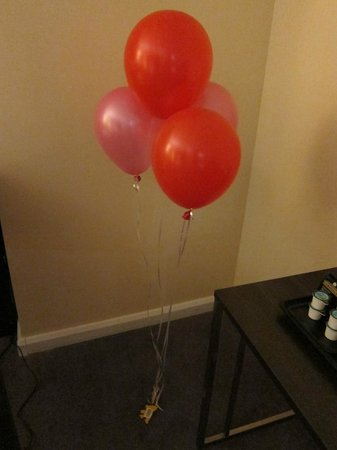 Hilton London Canary Wharf: Lovely ballons