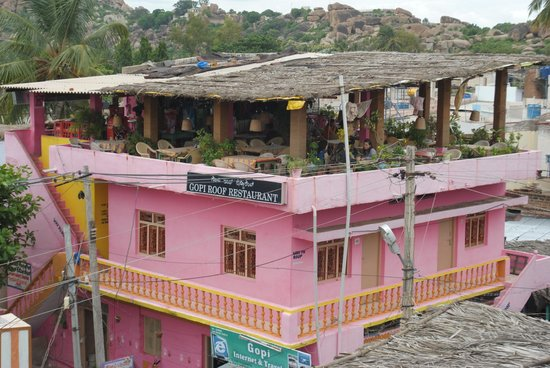 Gopi Guest House: Old Block Gopi Guesthouse and Rooftop Restaurant