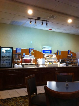 Holiday Inn Express Hotel & Suites Galveston West - Seawall: Breakfast buffet