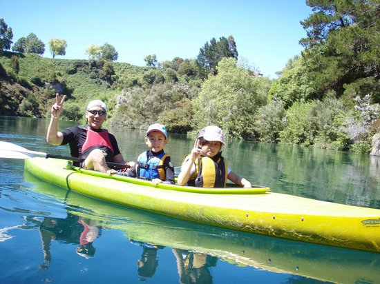 Canoe & Kayak Taupo Tours: The whole family on the Waikato River