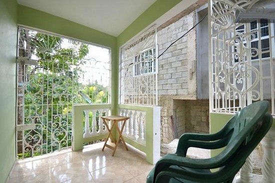 Jah Billy's Irie Ites Guesthouse: Chill out balcony from one of the rooms