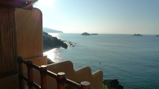 Cala de Mar Resort & Spa Ixtapa: View from our room