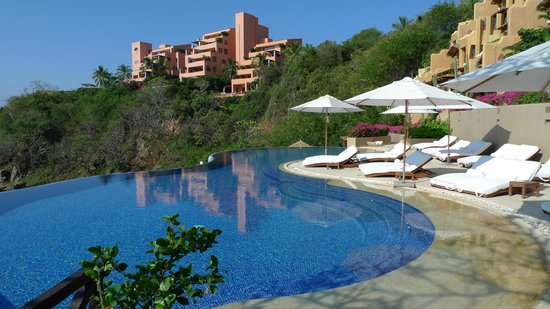 Cala de Mar Resort & Spa Ixtapa: Pool