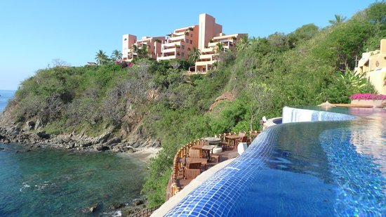 Cala de Mar Resort & Spa Ixtapa: Property to North
